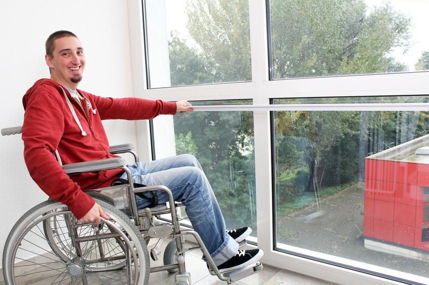freundlicher Rollstuhlfahrer